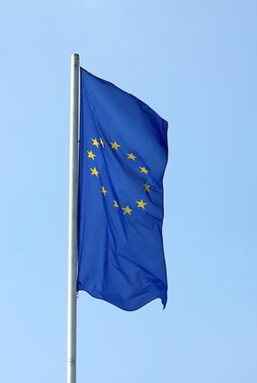 blaue Europafahne mit gelben Sternen