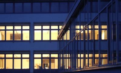 Glasfassade eines Gebäudes