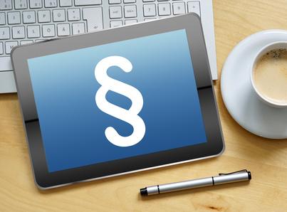 Symboldarstellung eines Paragraphenzeichens auf einem Tablet-Computer
