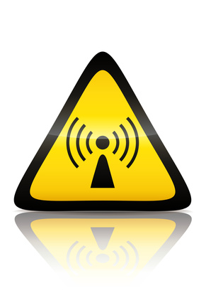 Warnzeichen elektromagnetische Strahlung schwarz auf gelb